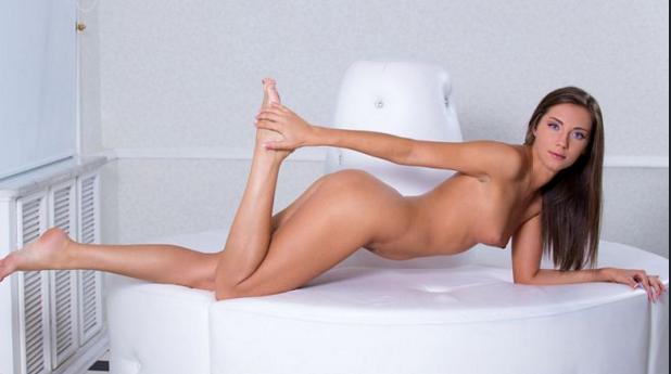 Nubiles_presents_Quenna_in_Sexy_Vixen.png