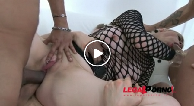 LegalPorno_-_Mila_Milan_DAP_ed_by_3_guys_(hot_MILF_double_anal)_SZ1118.png