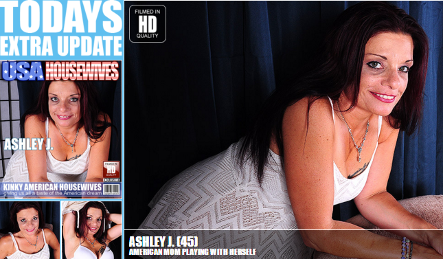 Mature.nl_-_Ashley_J._(45)_-_USA-EZ026_-_American_Mom_Playing_With_Herself.png
