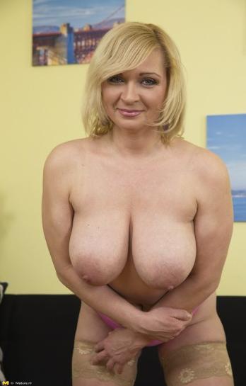 Mature.nl_-_Josefa_(41)_-_Mat-Busty141_-_Horny_Mature_Housewife_Fooling_Around.png
