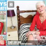Mature.nl – Lyndy (EU) (60) – Mat-EU-Tower55 – British Older Lady Playing With Herself