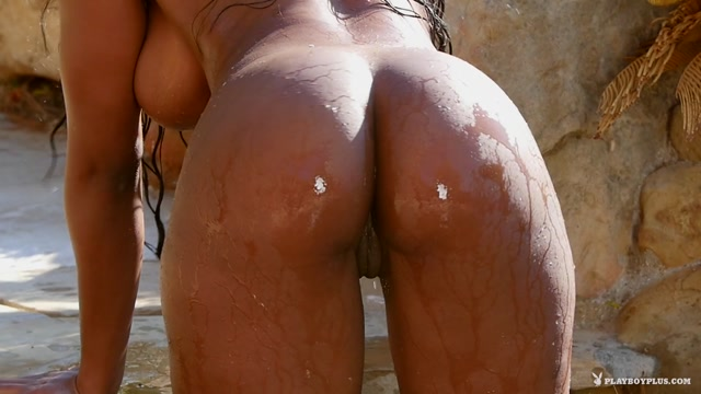 Playboy_Plus_-_Brittany_Kelly_-_Poolside_Pleasure.mp4.00013.jpg